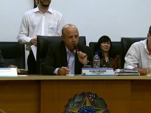 Sessão terminou empatada e foi decidida pelo voto do presidente da Casa (Foto: Paulo Chiari/EPTV)