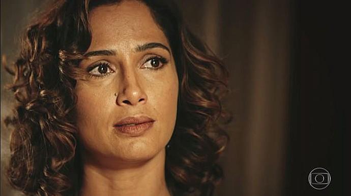 Tereza ouve as considerações de seu amigo e confidente (Foto: TV Globo)