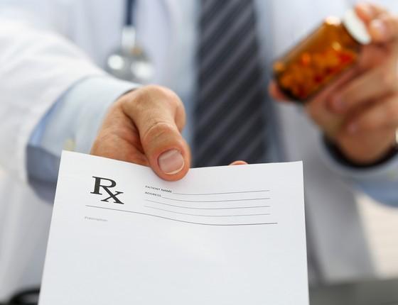Pesquisa sugerem que médicos sofrem influência do marketing da indústria na hora de prescrever medicamentos (Foto: Thinkstock/Getty Images)