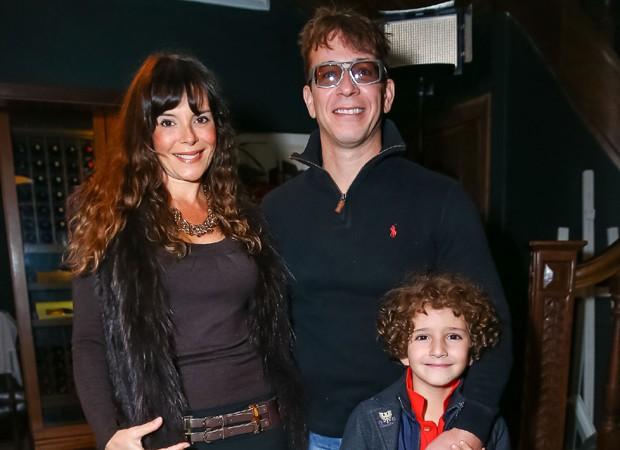 Mylla Christie com o marido, Tutu Sartori, e o filho, Arthur (Foto: Raphael Castello/AgNews)