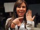 Mudança no ar! Giovanna Antonelli adota o verde escuro metálico nas unhas de Clara