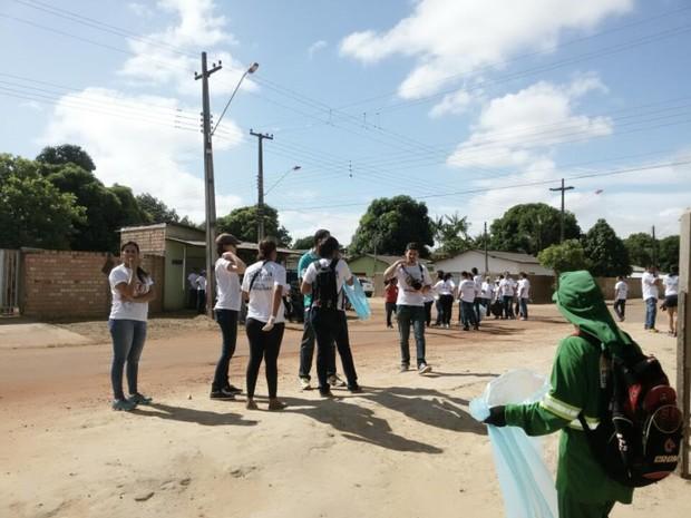 Mais de 500 voluntários participaram do mutirão (Foto: Neidiana Oliveira/G1)