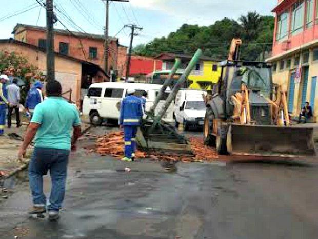 Parade de ônibus foi arrancada com a ventania (Foto: Defesa Civil/Divulgação)