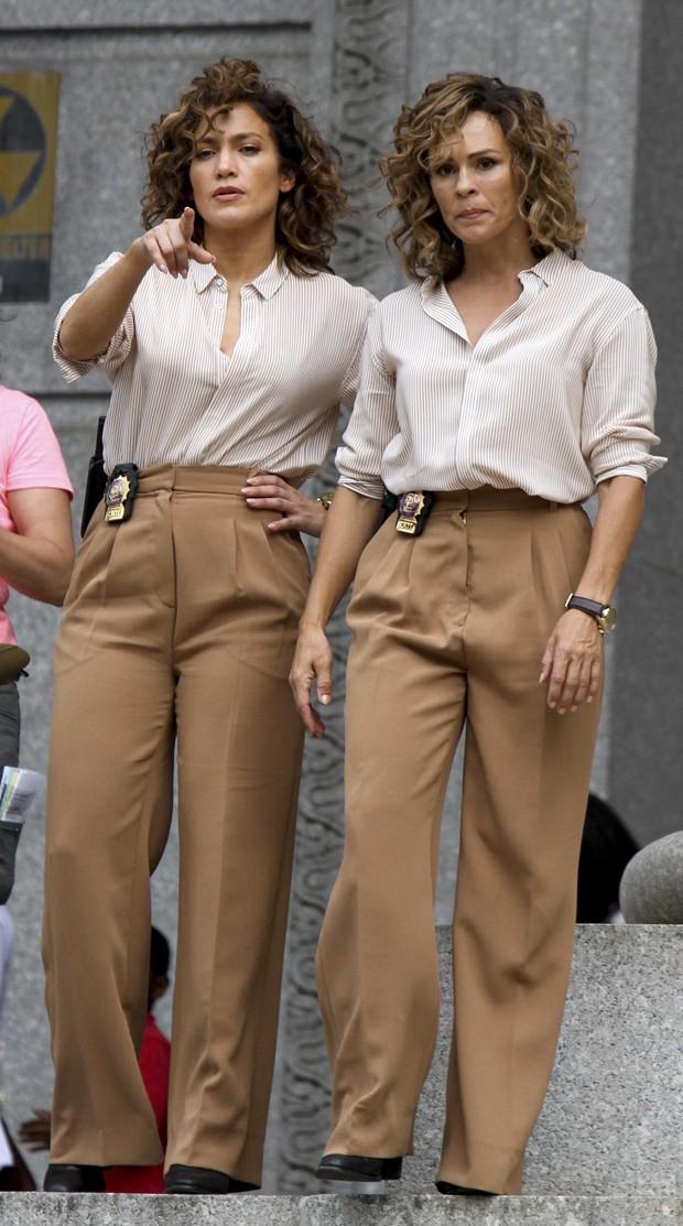 Jennifer Lopez e sua dublê (Foto: Grosby Group)