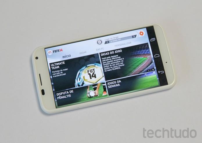 Moto X rodando o game Fifa 14 (Foto: Elson de Souza/TechTudo)