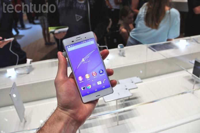 Xperia Z3 apresenta hardware poderoso equivalente ao Moto Maxx (Foto: Foto: Fabricio Vitorino/TechTudo)