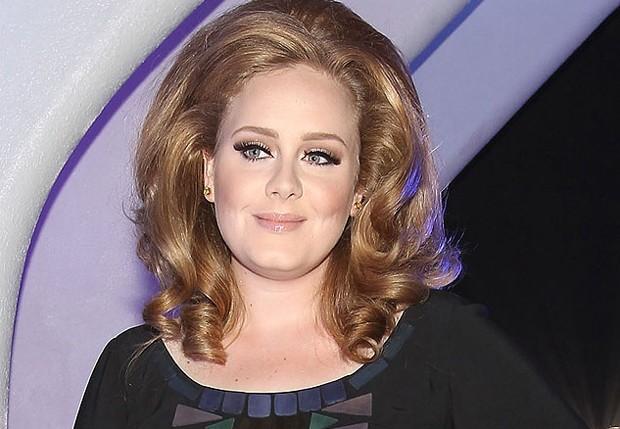 Adele grava canções de ninar para o primeiro filho