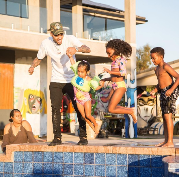 Chris Brown e a filha, Royalty (Foto: Reprodução/Instagram)