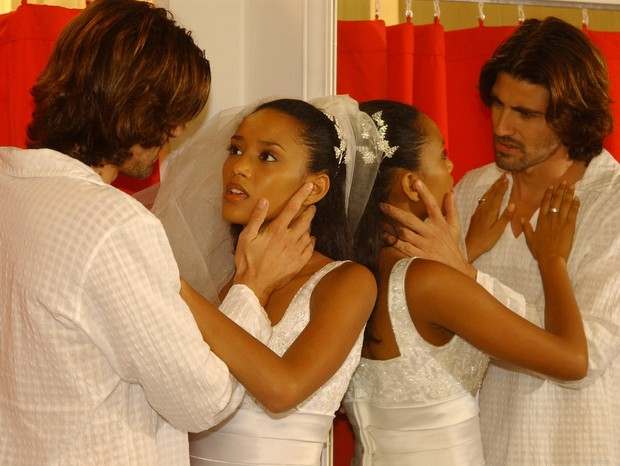 Reynaldo Gianecchini e Tais Araujo em cena de Da Cor do Pecado (Foto: Divulgação/TV Globo)