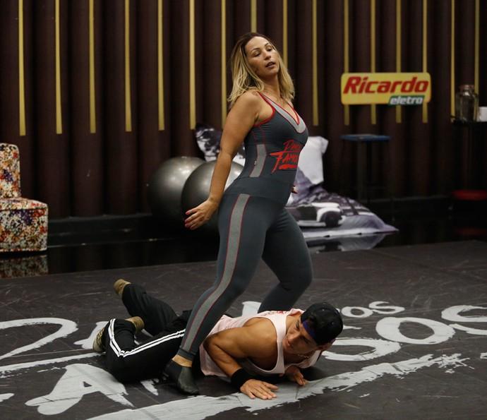 Valesca ensaia poderosa na casa do 'Dança dos Famosos' (Foto: Raphael Dias/Gshow)