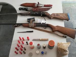 Parte dos materiais apreendidos durante a operação em Mirabela (Foto: Divulgação / Polícia Militar)