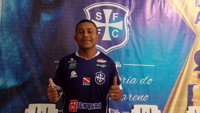 Sousa foi o primeiro jogador do São Francisco a chegar em Santarém (Foto: Divulgação/Ascom São Francisco)