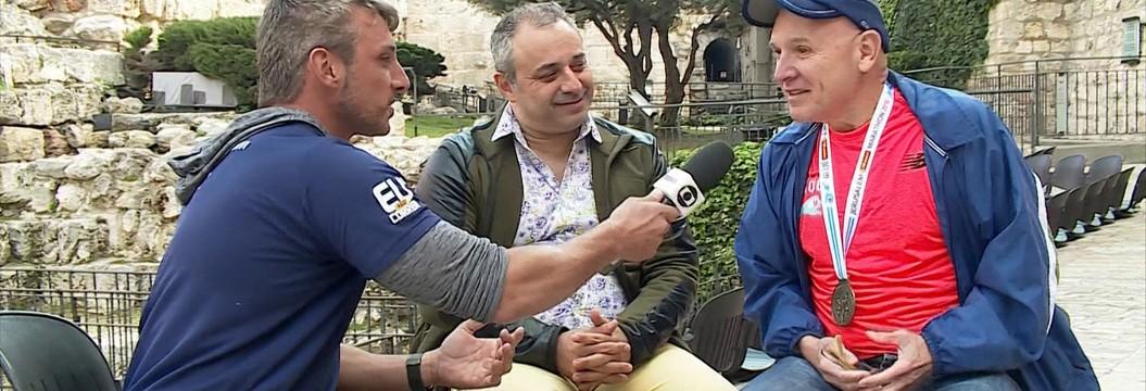 Repórter Juliano Ceglia conversa com dois  brasileiros sobre a Maratona de Jerusalém