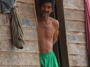 Benedito Ferreira Dutra, 57, diz que a vida na região de São José é de dificuldades (Foto: Graziela Miranda/G1)