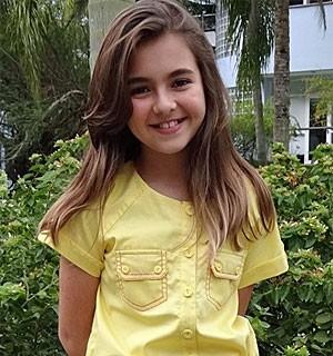 Clarinha mostra personalidade até na hora de se vestir (Amor Eterno Amor/TV Globo)