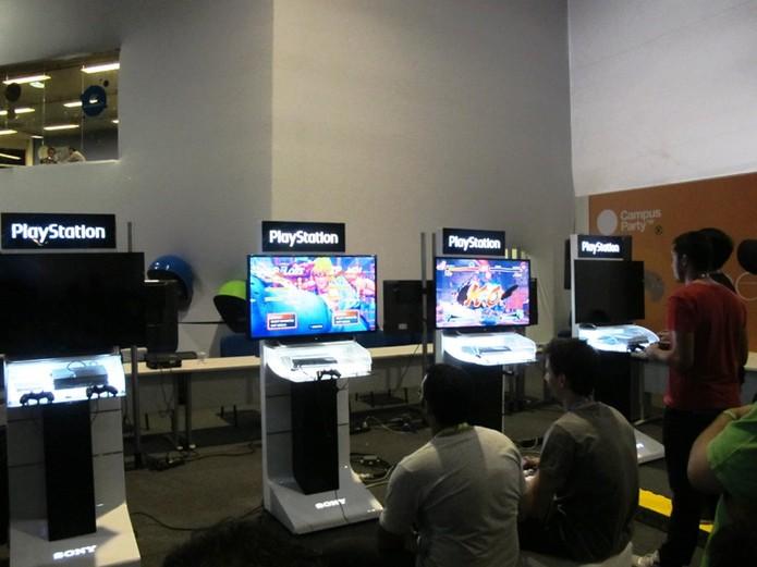 Campuseros competem partidas de Street Fighter (Foto: Laura Martins/Techtudo)