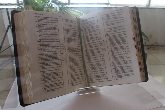 Bíblia de Ayrton Senna, com o Salmo 81 marcado a lápis pelo piloto (Foto: Felipe Siqueira)