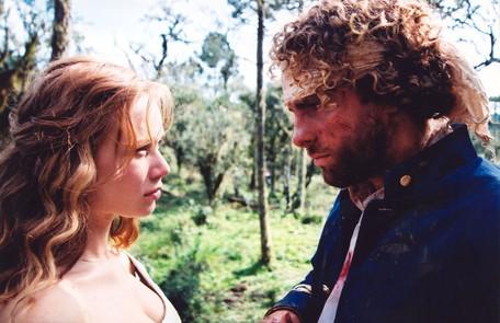 Mariana Ximenes com Thiago Fragoso em cena de 'A casa das sete mulheres', de 2003 TV Globo