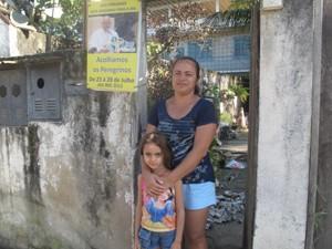 Moradora está feliz com as melhorias na infraestrutura do bairro. (Foto: Mariucha Machado/G1)