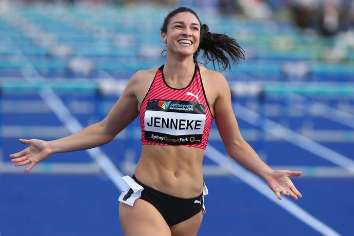 Michelle Jenneke comemora a vitória nos 100m com barreiras no Campeonato Australiano (Foto: Getty Images)