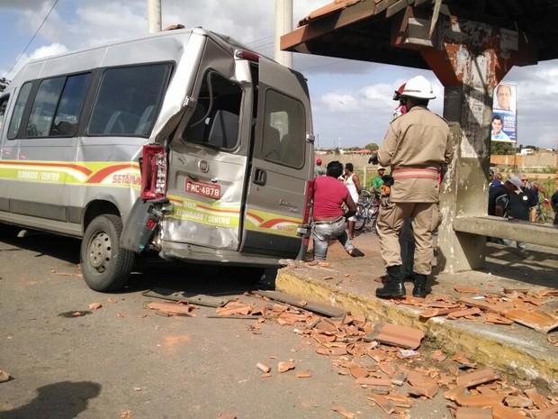 Acidente foi na BR-101 em Campos, RJ (Foto: Cléber Rodrigues / InterTv Planície)