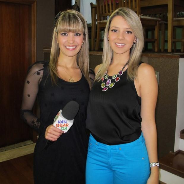 Kelly Maria e Jessica Gomez, dona do Blog da Jé, com 25 mil acessos diários (Foto: Kelly Maria/ TV Vanguarda)