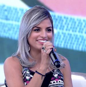 Mulheres investem em cabelos cinzas. Veja! (TV Globo)