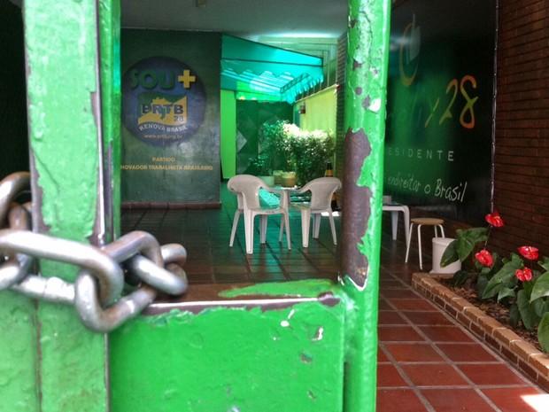 Após protestos da comunidade LGBT na sexta-feira (3), o comitê de campanha de Levy Fidelix ficou fechado neste domingo (5), durante o primeiro turno das eleições (Foto: Ana Carolina Moreno/G1)