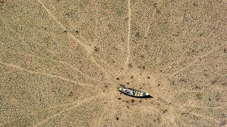 Foto, de 2005, já mostrava seca na região amazônica (Foto: BBC)