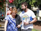 Shia LaBeouf encontra Lea Thompson durante reunião do 'A.A.'