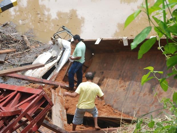 Ponte desaba em Assis Brasil (Foto: Cherlivan Cavalcante/Arquivo pessoal)