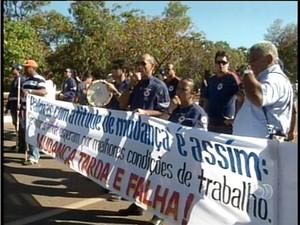 Servidores do Samu reivindicam melhores condições de trabalho (Foto: Reprodução/TV Anhanguera TO)