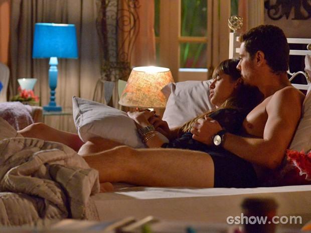 Em cena, Sacha Bali fica de cueca (Foto: Raphael Dias/ TV Globo)