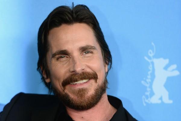 """Hoje ele é um ator ganhador do Oscar, mas Christian Bale apanhou de garotos na escola por muitos anos. """"Era um inferno. Me socavam e chutavam o tempo todo"""", contou o ator em uma entrevista (Foto: Getty Images)"""