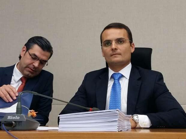 O advogado Sacha Reck (esquerda) na CPI dos Transportes da Câmara Legislativa do DF (Foto: Isabella Calzolari/G1)