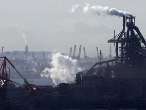 Zona industrial em Kawasaki, cidade ao sul de Tóquio. Japoneses dão apoio ao setor privado (Foto: Toru Hanai/Reuters)