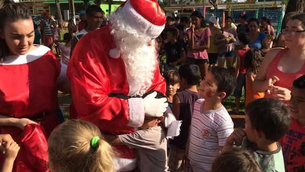 'Papai Noel nos Bairros' vai percorrer várias regiões de Foz do Iguaçu (Foto: Reprodução/RPC)