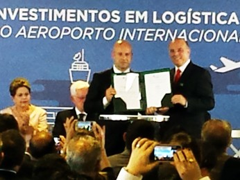 Assinatura do contrato de concessão do Aeroporto de Confins (Foto: Pedro Triginelli/G1)