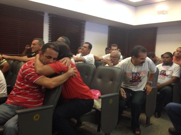 Motoristas, cobradores e fiscais comemoram resultado de julgamento no TRT (Foto: Vitor Tavares/G1)