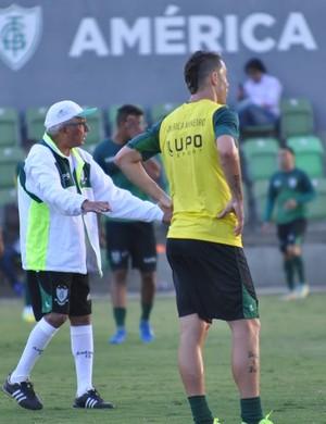 Givanildo Oliveira, técnico do América-MG (Foto: Divulgação/ América-MG)