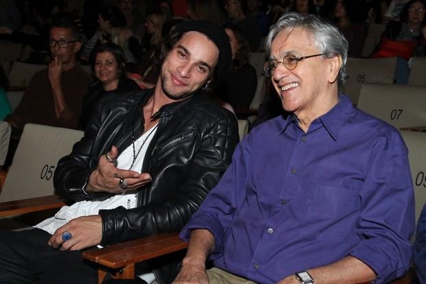 Pablo Morais e Caetano Veloso (Foto: Anderson Borde/Agnews)