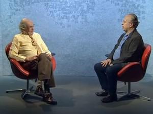 Alberto Dines (esquerda) entrevista o novo ministro da Educação, Renato Janine Ribeiro, na TV Brasil (Foto: Reprodução/TV Brasil)