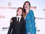 Luciana Gimenez leva o filho Lucas Jagger em baile de gala