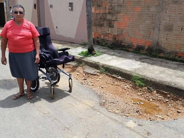 Buraco Patrocínio cadeirante (Foto: Paulo Barbosa/G1)