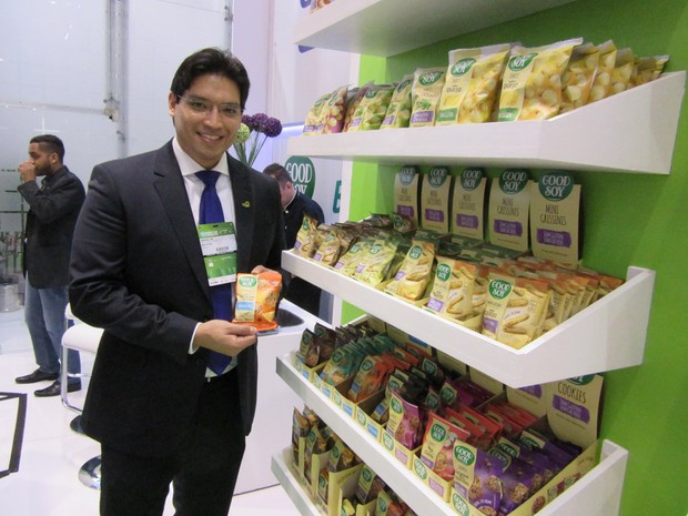'É um mercado crescente, não é moda. As pessoas estão buscando cada vez mais esse tipo de produto', diz Samuel Ma, diretor de marketing da NHD Foods (Foto: Karina Trevizan/G1)