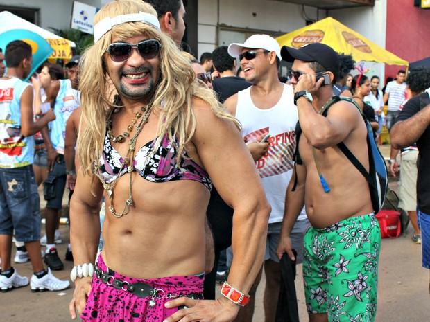 Mário Jorge se fantasiou de Shakira para desfilar na Vai Quem Quer (Foto: Ivanete Damasceno/G1)
