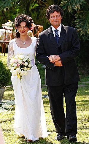 Vestido de Miriam é romântico e angelical (Foto: Amor Eterno Amor/TV Globo)