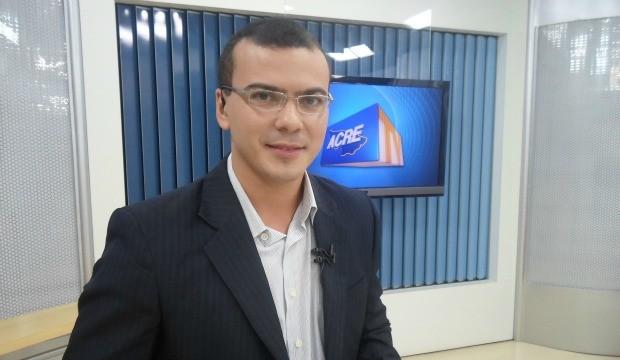 Atualmente Bruno Cássio é chefe de redação e apresentador da Acre TV. (Foto: Tácita Muniz)
