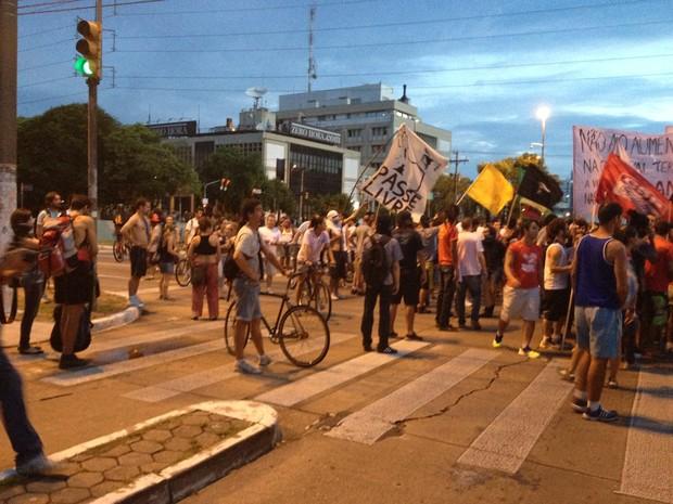 Manifestação em Porto Alegre (Foto: Estêvão Pires/G1)
