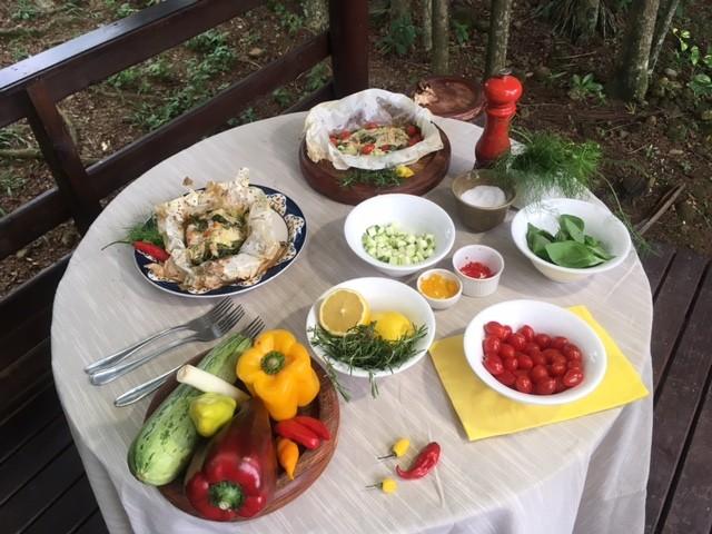 Saimon preparou mesa para servir com peixe (Foto: Saimon Novack/Divulgação)
